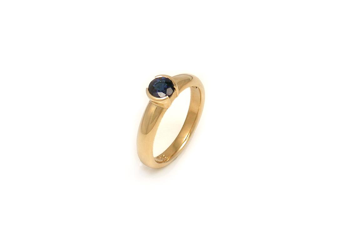 04-Demi-Bezel-Sapphire-Ring